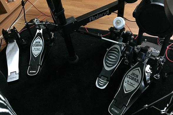 三個大鼓踏板加一個HiHat踏板